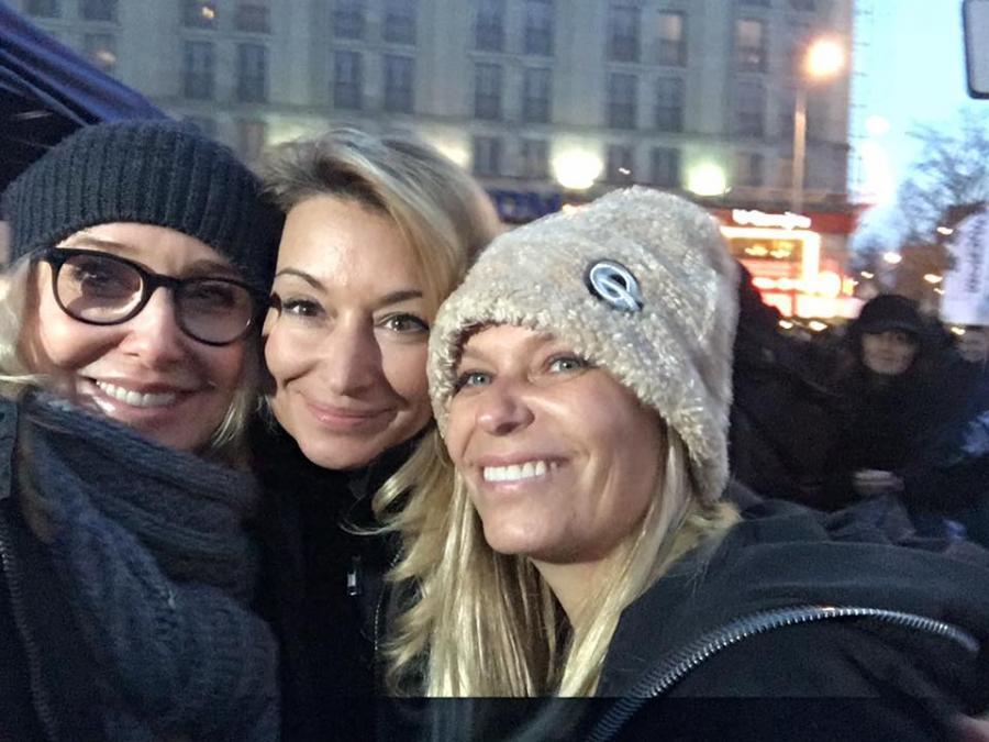 Agata Młynarska, Martyna Wojciechowska i Paulina Młynarska na Strajku Kobiet